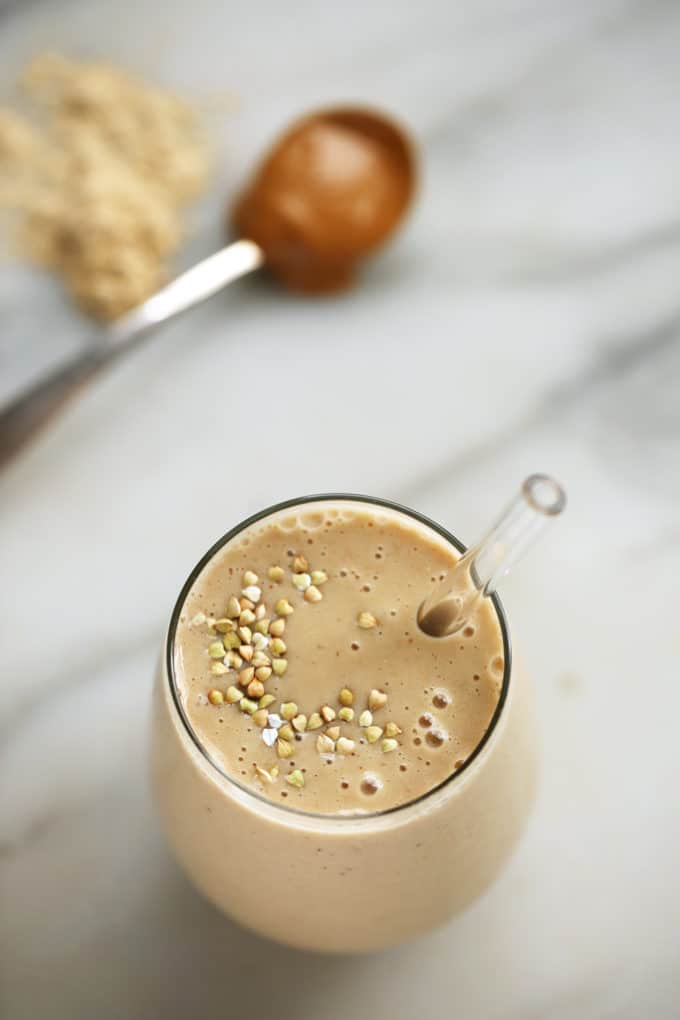 Peanut Butter & Vanilla Maca Smoothie | An energizing plant-based smoothie that tastes like a peanut butter shake!
